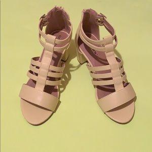 Shoes - (Women's) banana colored open toe heels size 8W